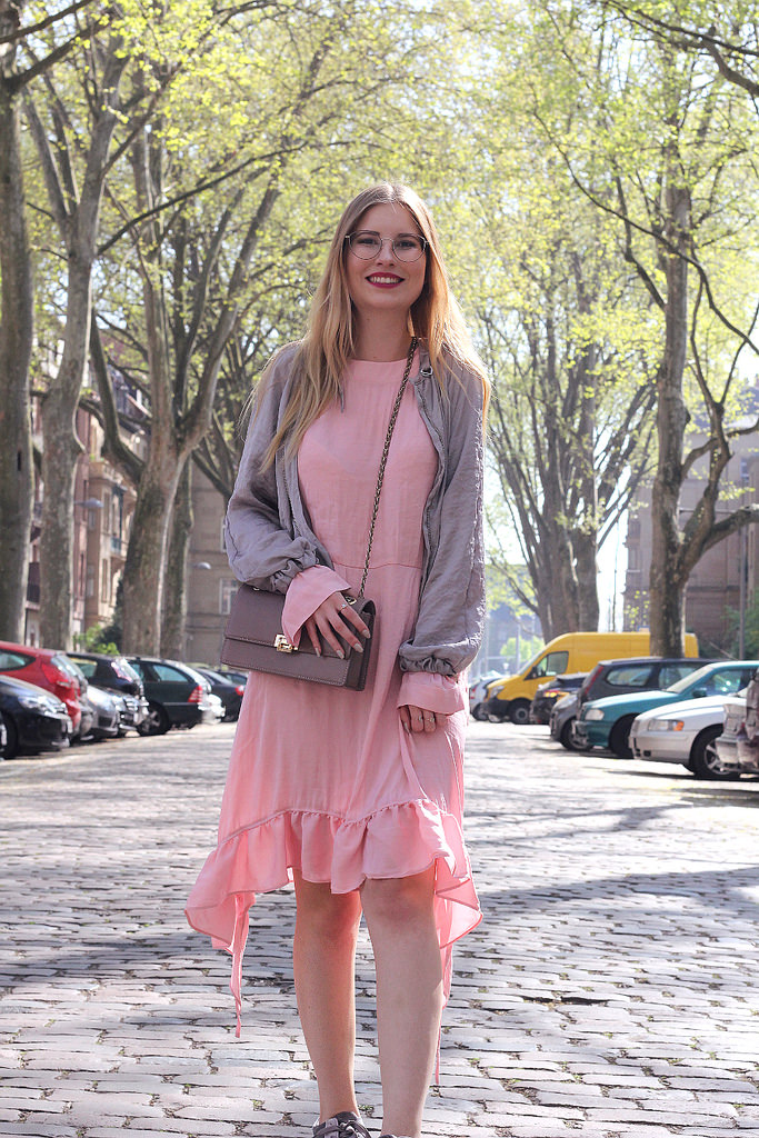 outfit rosa und grau outfit frühling lachen modebloggerin