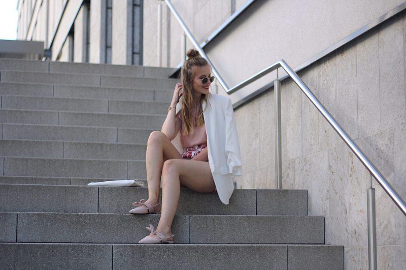 outfit blogger dutt und offene haare rayban metal round weiß rosa look asos h&m Zara