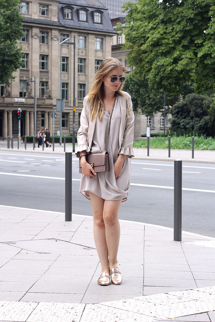 outfit sommer farben beige und rosa