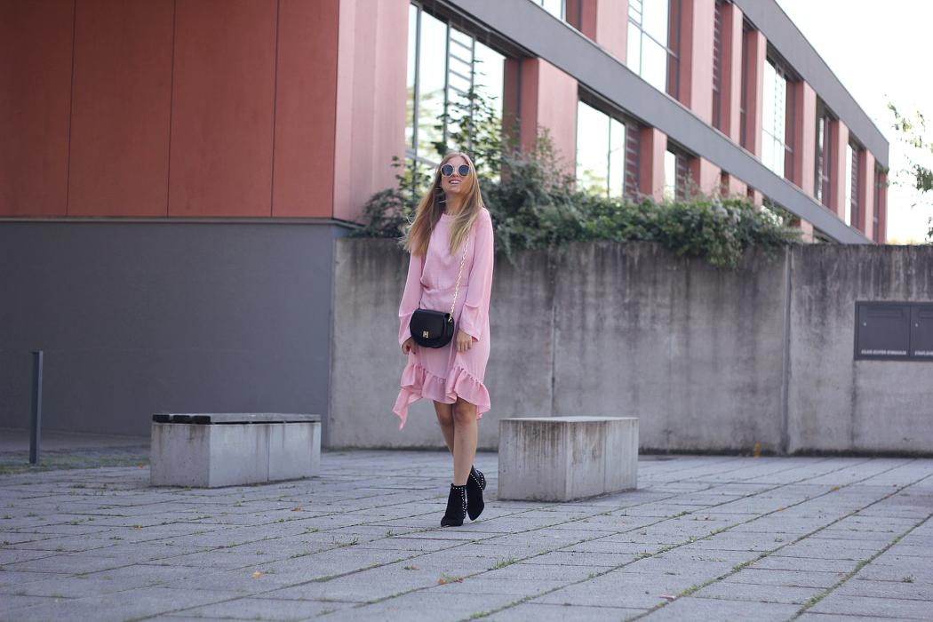 outfit rosa und schwarz in den Herbst