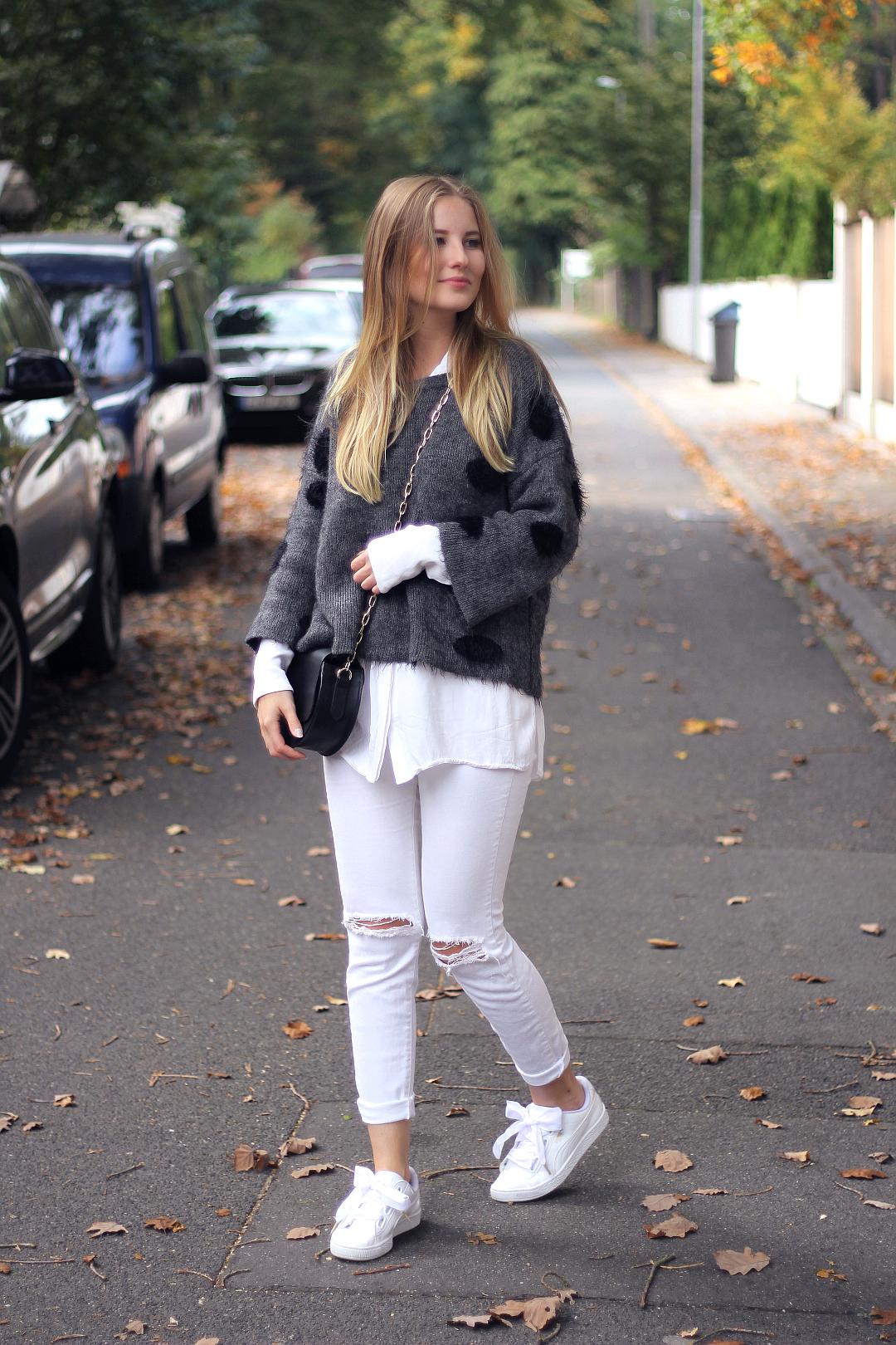 outfit 7girls7styles strick mit weißer jeans und weißen sneakern