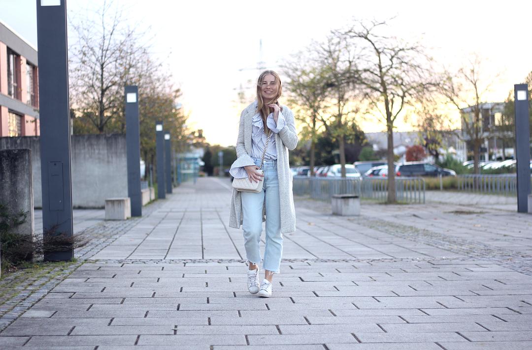 mom jeans zur Eye-Catcher rüschenbluse mit mantel