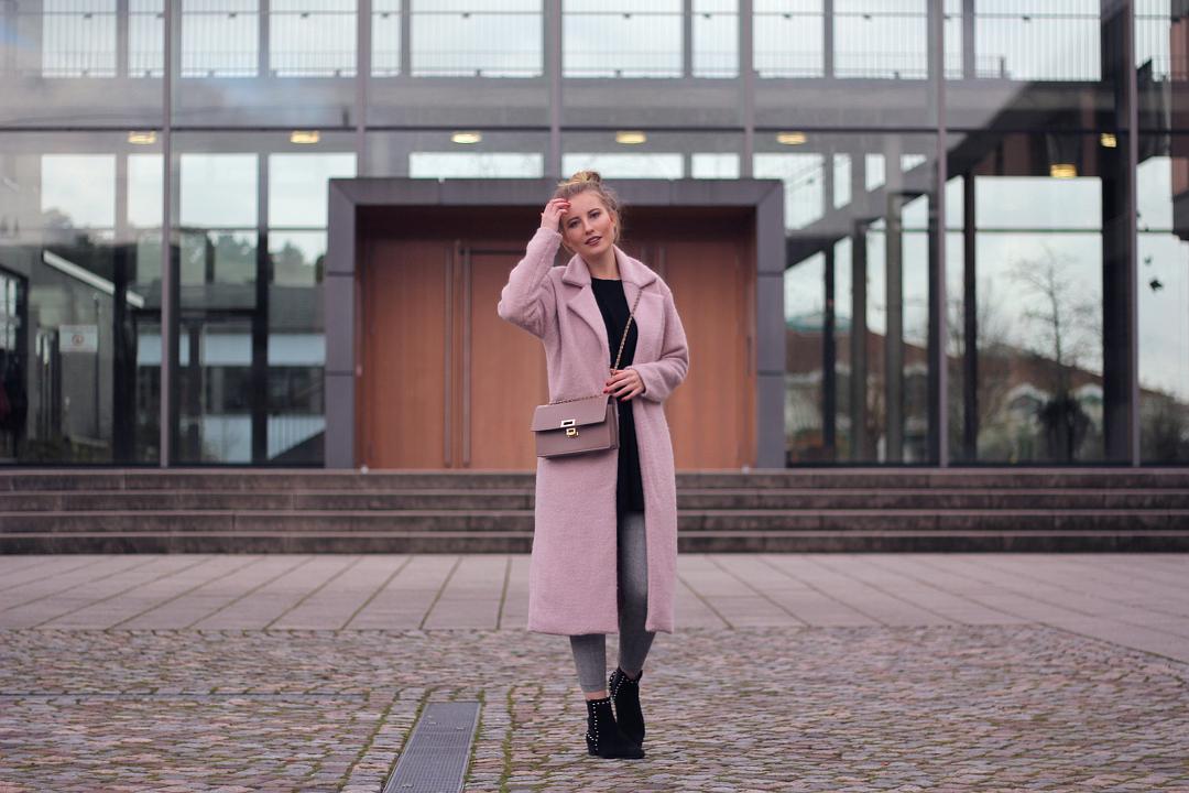 outfit rosa und grau schwarz herbst look