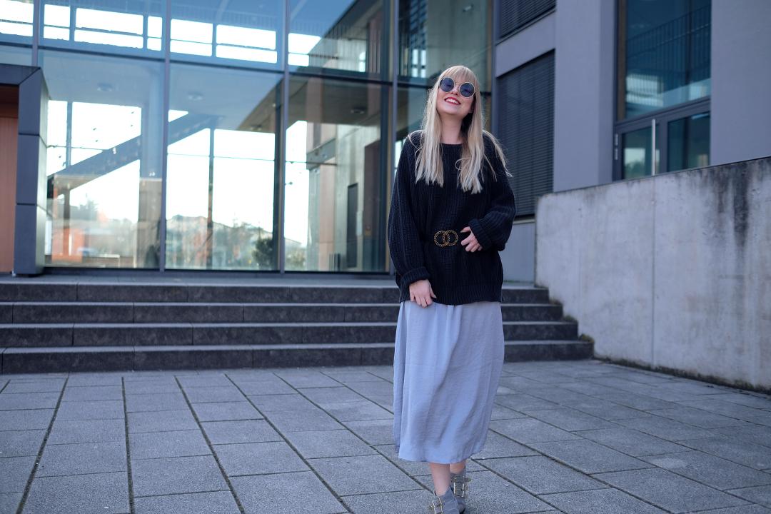 blondie mit fettem grinsen layering look bardot kleid vintage pullover taillen gürtel ray ban