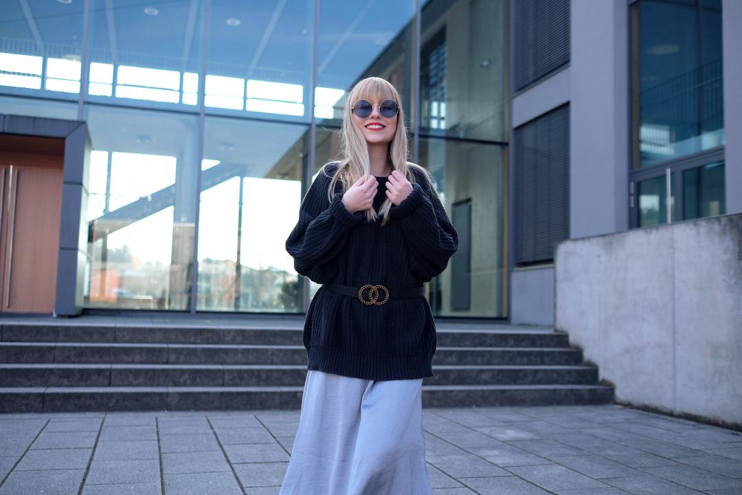 fashionbloggerin aus deutschland blonde lange haare mit pony und xxl sonnenbrille oversized vintage pulli mit gürtel