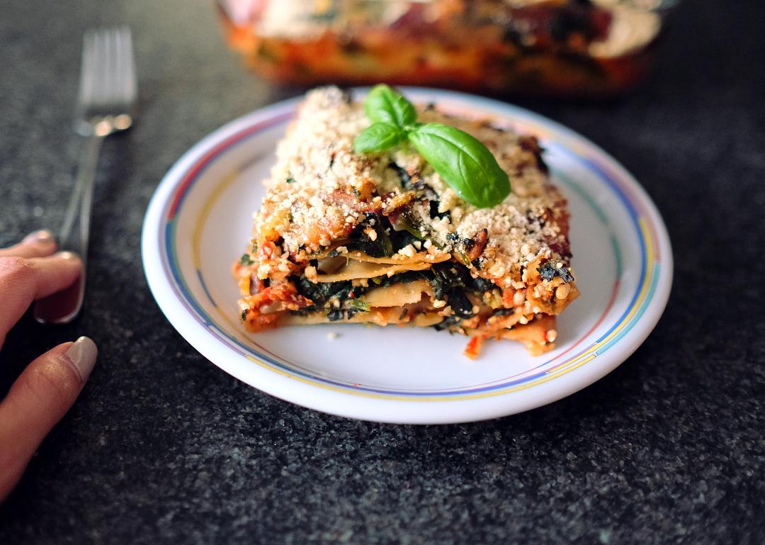 Vegane Spinat Lasagne mit pinienkernen